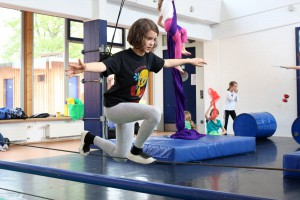 Seiltanzen, Jonglieren oder Einradfahren? Im ZAK dürfen die Kinder selbst entscheiden, was sie üben. (Bild: Martina Goyert)