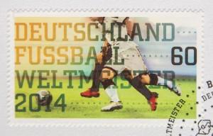 Ab Donnerstag gibt's eine Sonderbriefmarke zu Ehren unserer Weltmeister (Bild: dpa)