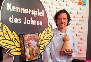 Spielerfinder Rüdiger Dorn hat mit seinem Spiel Istanbul den Kennerpreis 2014 gewonnen! (Bild: dpa)