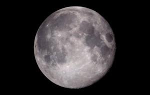 Mond über Hamburg (Bild: dpa)
