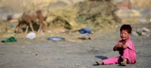 Ein Kind weint im afghanischen Flüchtlingslagerr Darul-Amar in Kabul (Bild: dpa)