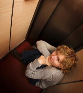 Zu eng: Manche Menschen fürchten, im Aufzug stecken zu bleiben. (Bild: Thinkstock)
