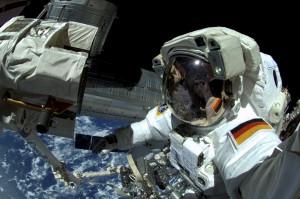 Astronaut Alexander Gerst hat auch draußen im All an der Raumstaion gearbeitet. (Foto: dpa)