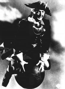 So reitet Baron Münchhausen in einem Film auf der Kanonenkugel. (Bild: dpa)
