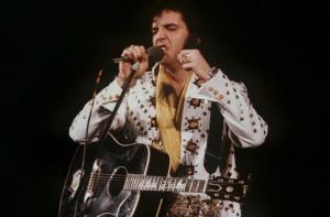 Elvis Presley bei einem Auftritt in Las Vegas (Foto: dpa)