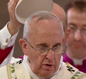 Der Papst Franziskus nimmt seine Mütze nur manchmal ab. (Foto: dpa)
