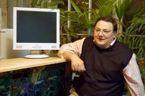 Peter Hecko ist Mitglied im Chaos Computerclub. hier sitzt er in den Räumen des Clubs in Berlin. (Foto: dpa)