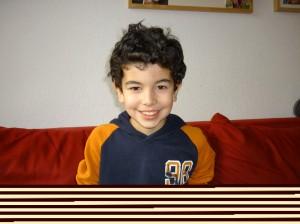 Leonard ist neun Jahre alt. Sein Vater spricht fließend türkisch - manchmal auch mit Leonard. (Foto: dpa)