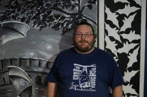 Robert Henning ist Biologe und kümmert sich um die Fledermäuse in einer alten Festung. (Foto: dpa)