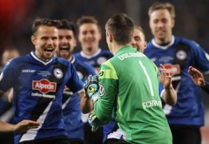 Arminia Bielefeld spielt in der dritten Liga. Trotzdem stehen sie im Halbfinale des DFB-Pokals. (Foto: dpa)