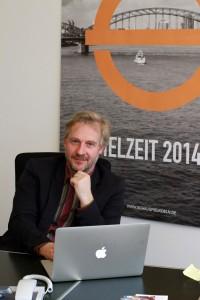 Stefan Bachmann überlegt sich als Regisseur auch, wie ein Theaterstück auf der Bühne aussehen soll. (Foto: dpa)