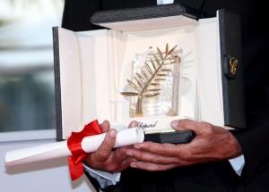 Beim Filmfestival in Cannes sieht der Preis wie ein goldenes Palmenblatt aus. (Foto: dpa)