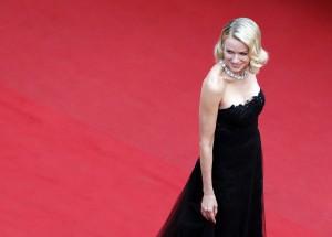 Für viele Menschen ist es auch wichtig zu sehen, wie die Stars auf dem roten Teppich aussehen. Hier ist die Schauspielerin Naomi Watts zu sehen. (Foto: dpa)