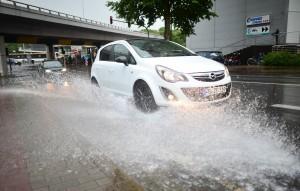 Das Auto ist bei einem Gewitter ein sicherer Ort. (Foto: dpa)